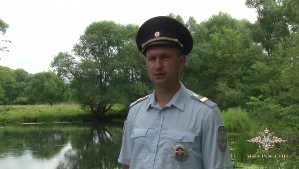 Старший сержант полиции Иван Шелепкин без раздумий бросился на помощь тонущим мужчинам