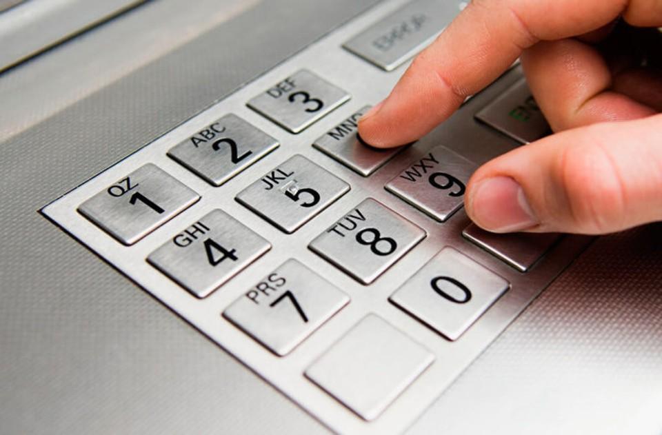 ПИН-код абсолютно секретный – и никто не вправе у Вас его требовать, даже сами сотрудники банка.