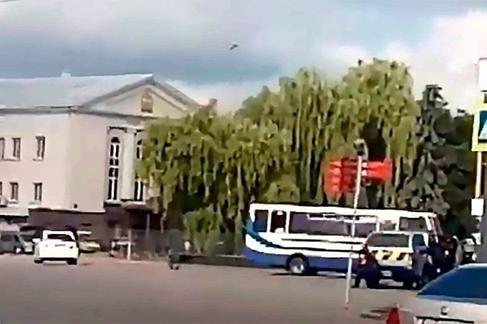 На Украине неизвестный захватил автобус с 20 заложниками