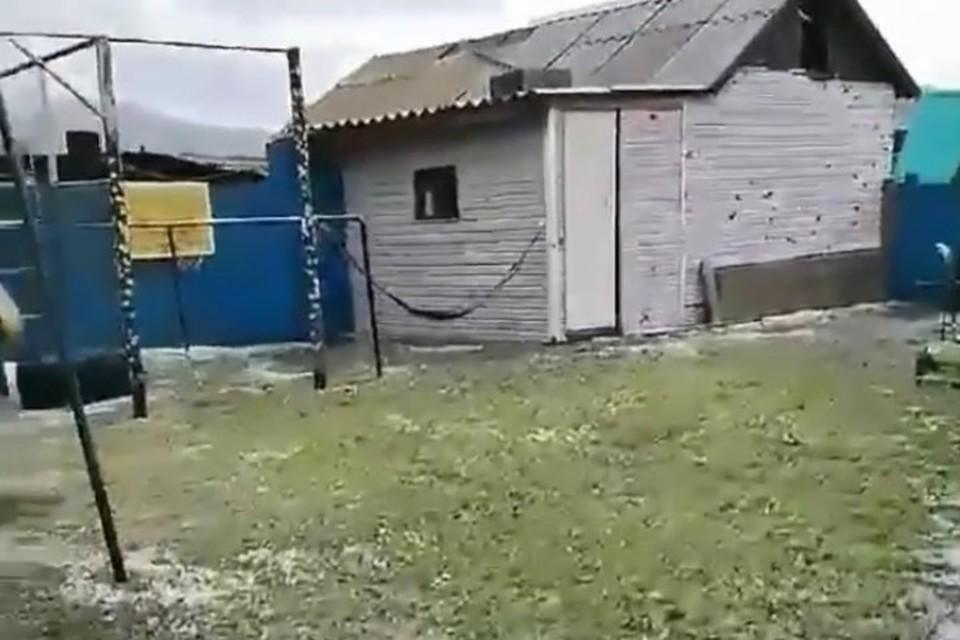 Градом побило постройки Фото: соцсети