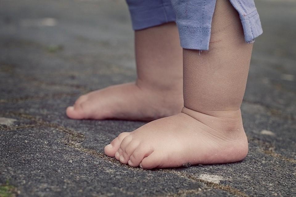 Мальчик потерял обувь около своей деревни и прошел пешком еще четыре километра. Фото: pixabay.com.