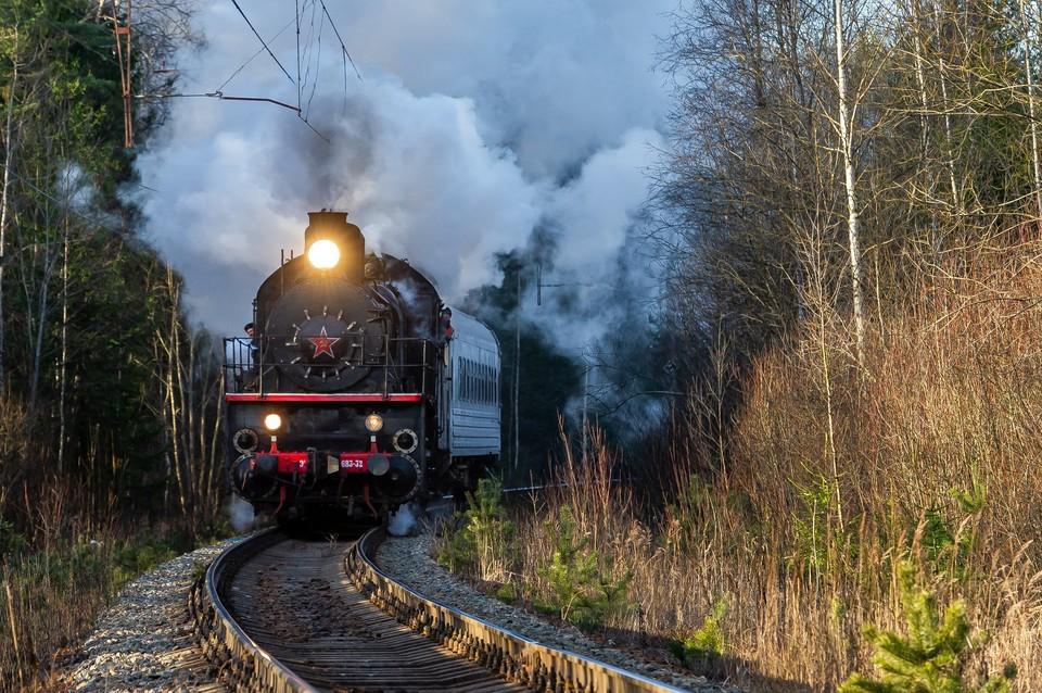 """В Оредежи """"Лада"""" угодила под поезд."""