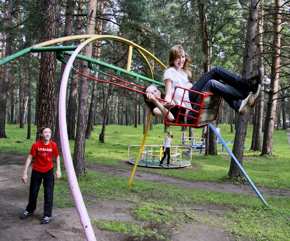 Развлечения до конца каникул дети, конечно, могут найти во дворе, но не всем родителям такой подход по душе.
