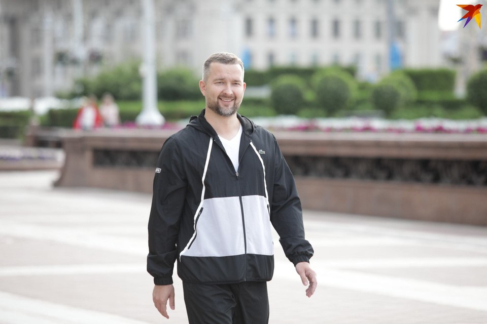 Сергей Черечень пришел к ЦИК в спортивном костюме