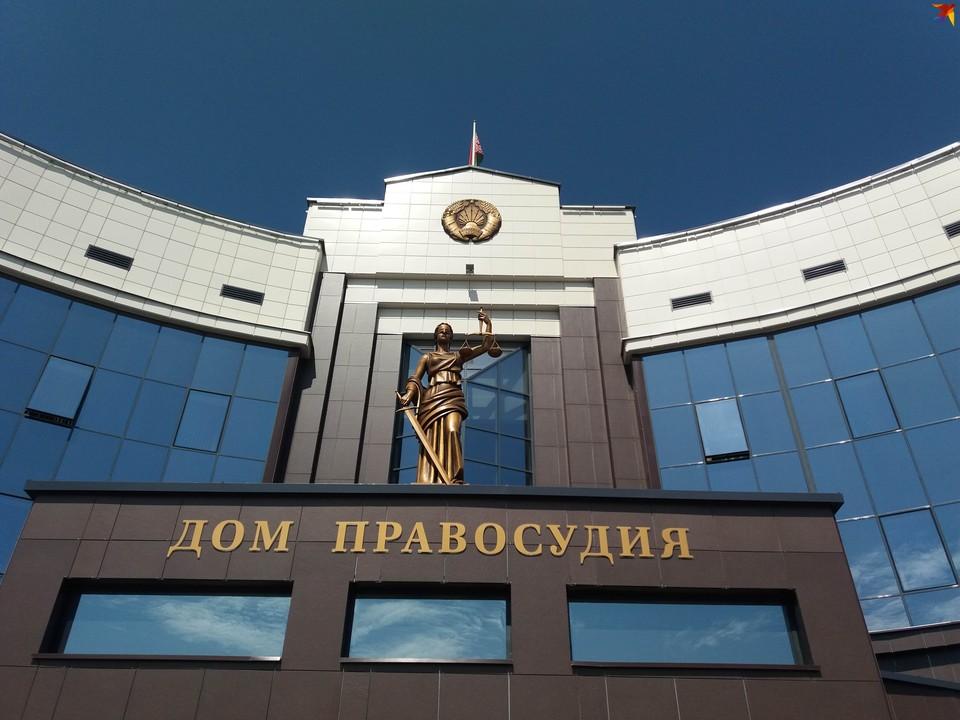 В Брестском областном суде огласили приговор 20-летнему брестчанину, обвиняемому в убийстве бабушки и покушении на дядю и маму.