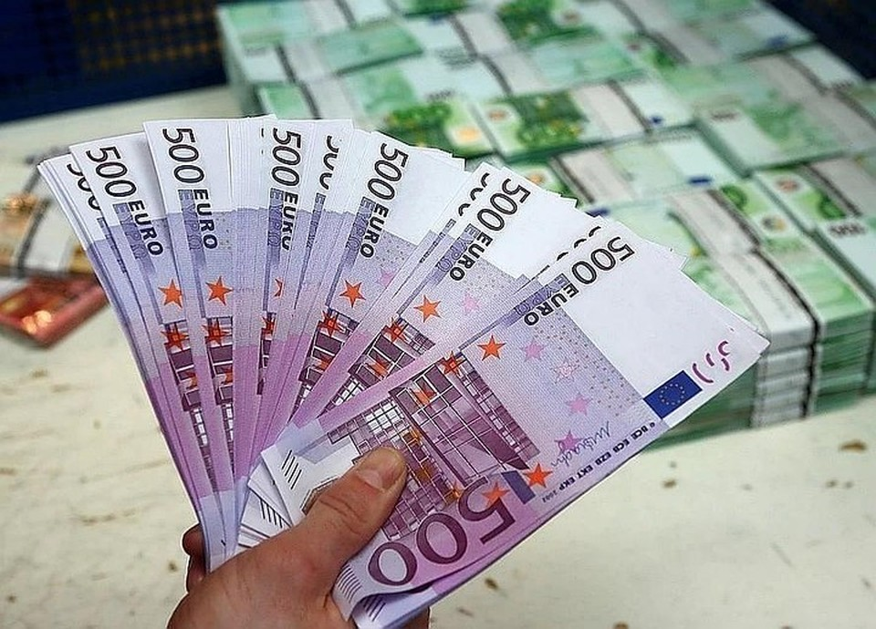 Курс евро вырос до 88 рублей впервые с марта