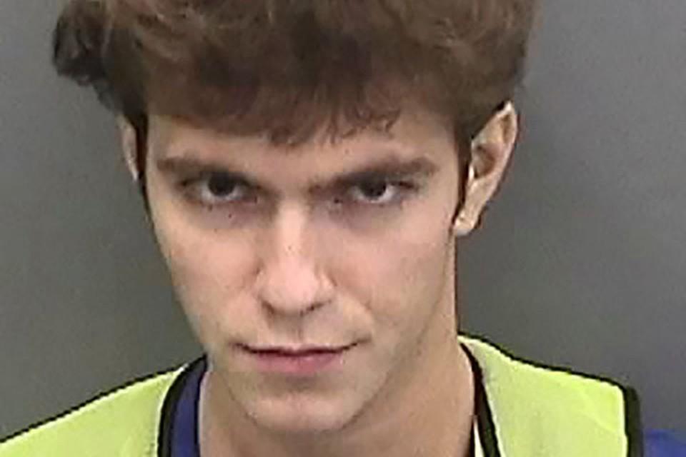 Именно 17-летний Кларк, по мнению следователей, был вдохновителем и организатором преступления. Юные хакеры получили 415 переводов в биткоинах на общую сумму в $117 тысяч.