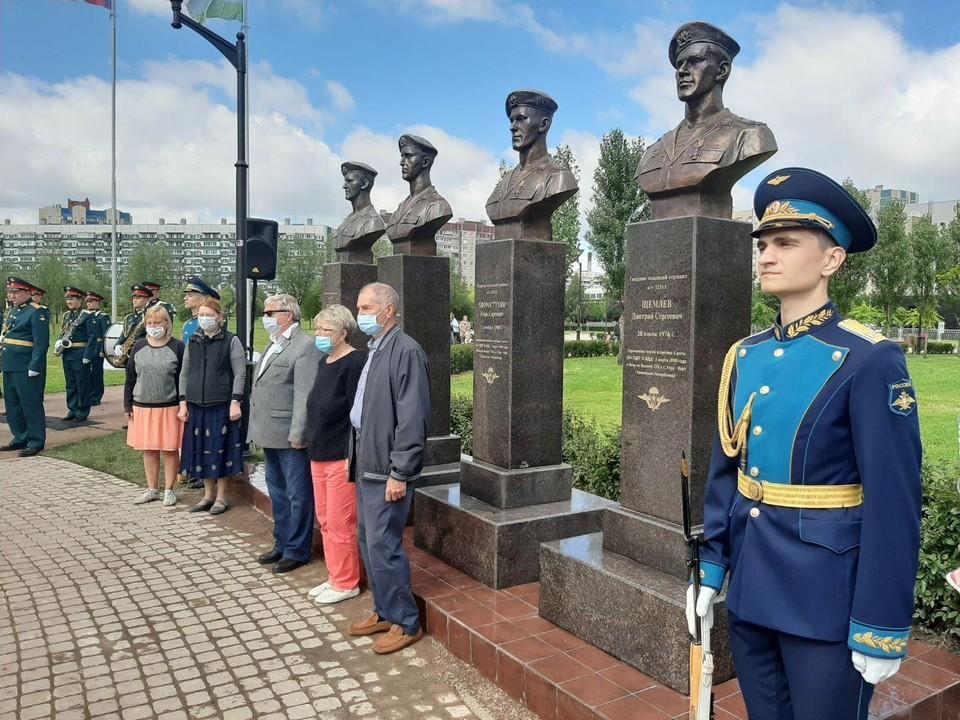 Памятники героям открывали их родственники