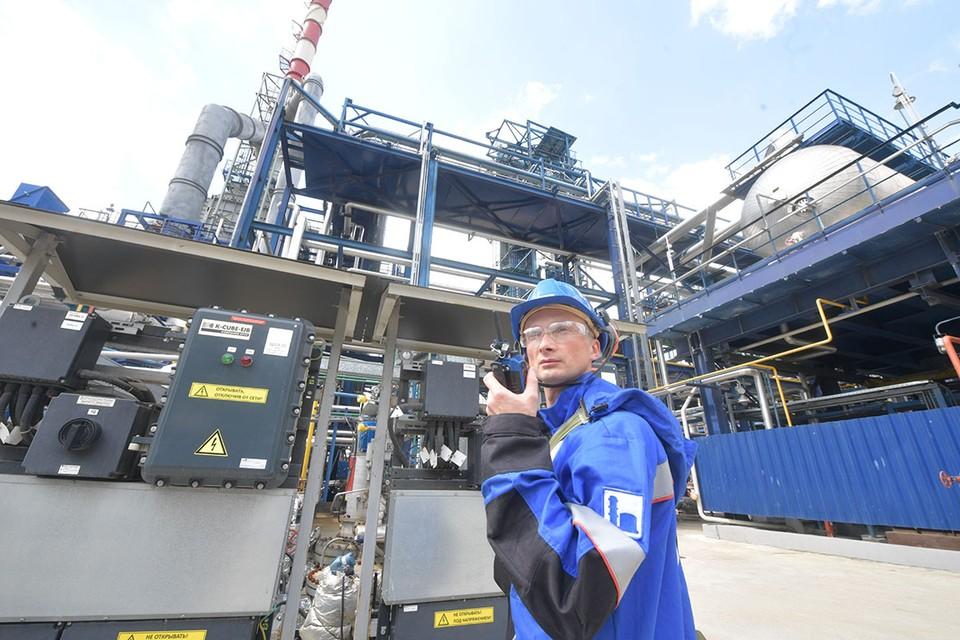 Россия начала увеличивать добычу нефти после рекордных сокращений мая-июня.
