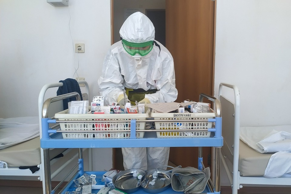 Хотя вспышка и подавлена, врачи продолжают выполнять свою работу по борьбе с пандемией коронавируса