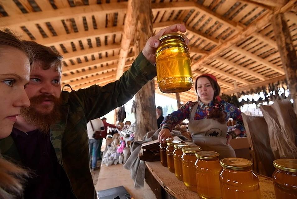 В Енакиево начала работу медовая ярмарка «Пчёлкино»