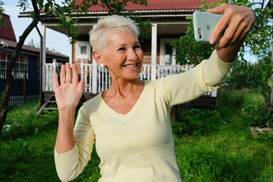 Если родителям-пенсионерам помогают дети, то из официальных доходов у стариков будет пенсия, вероятно, не самая большая, а помощь от детей никак не учитывается