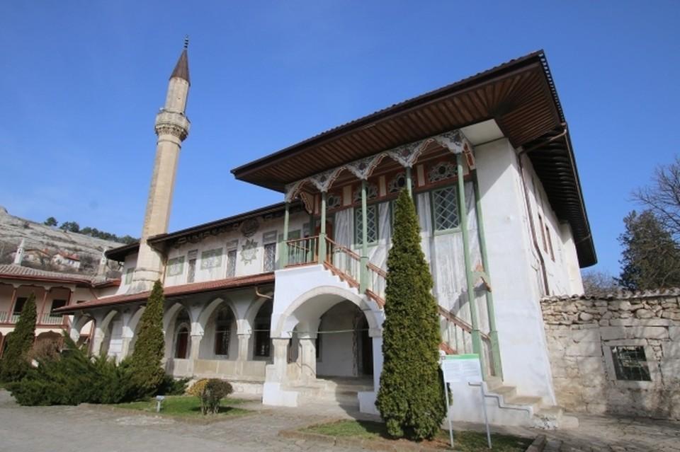 Бахчисарай - небольшой город на юго-западе Крыма