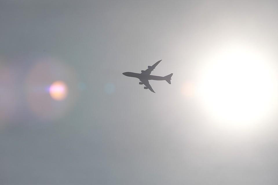 Самолет с 77 пассажирами из Красноярска аварийно сел в Хабаровске.