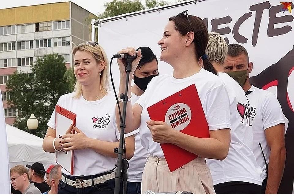 Вероника Цепкало (Прим.: на фото слева) поддерживала Светлану Тихановскую на митингах и пикетах, входила в объединенный штаб.