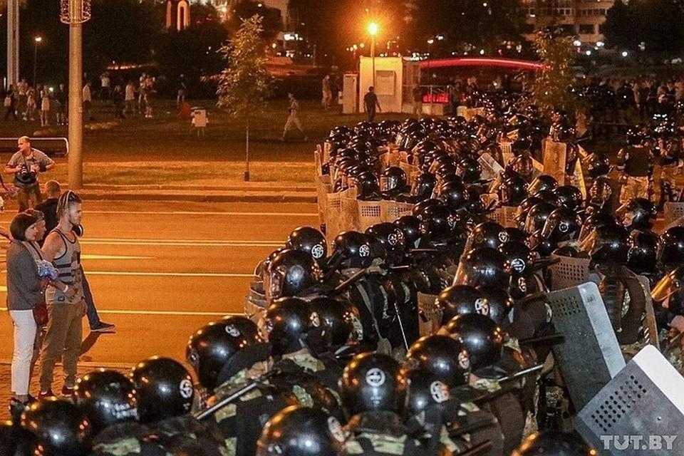 Протестующие были рассеяны по парку. Но через полчаса снова сконцентрировались. Фото: @tutby_official