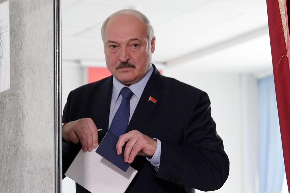 Лукашенко первый из всех лидеров стран, где происходят «цветные» революции, умудрился отключить интернет