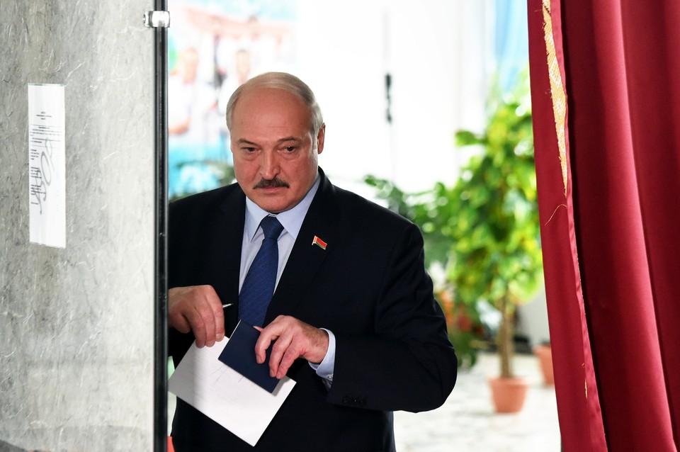 После выборов президента в Беларуси 9 августа 2020 года перед Александром Лукашенко встал нелегкий выбор.