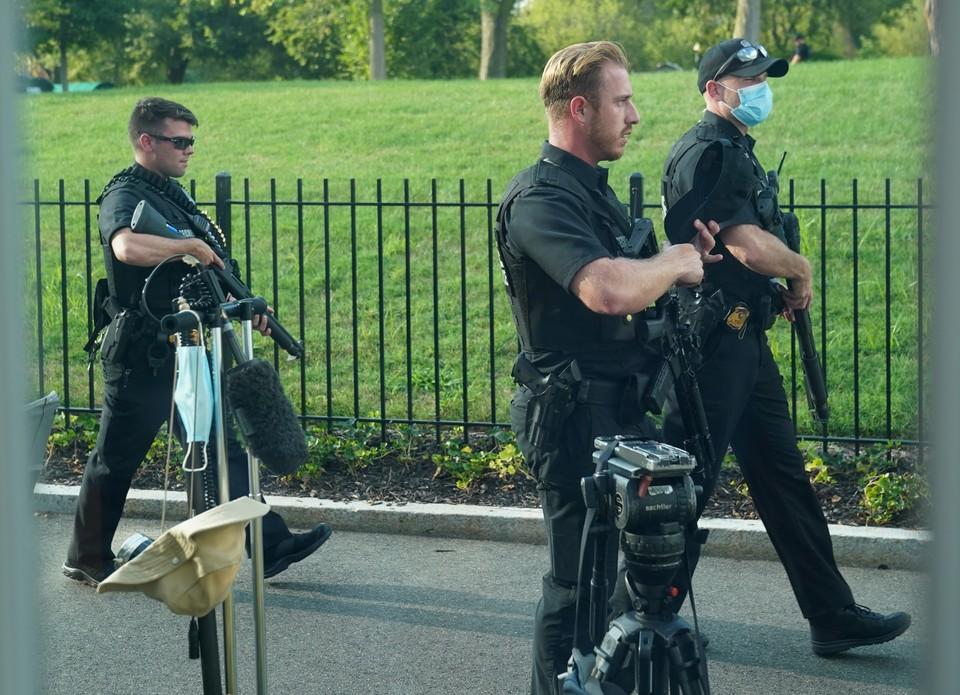 Два человека пострадали при стрельбе около Белого дома