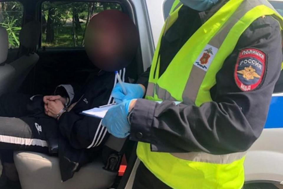 В Красноярске мужчине на улице порезали горло «розочкой» от бутылки. Фото: полиция города