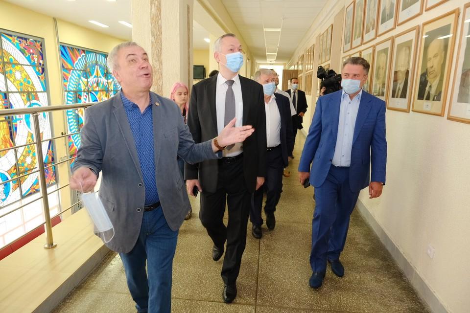 Губернатор побывал в Академгородке и НГУ. Фото: правительство Новосибирской области.