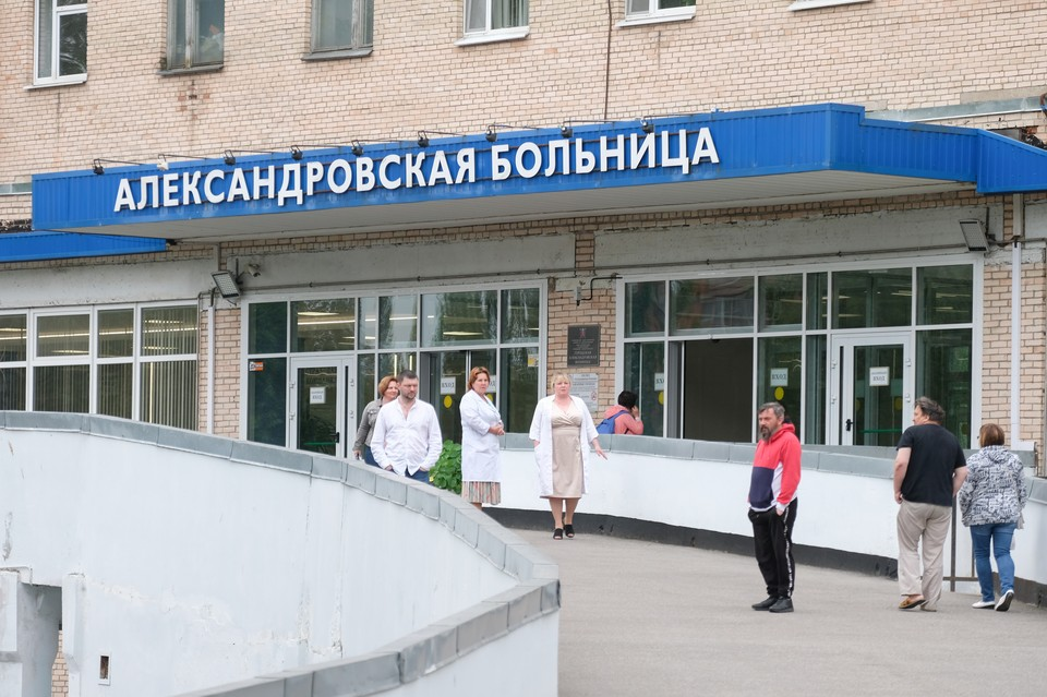 Александровская больница начала принимать первых пациентов неинфекционного профиля.