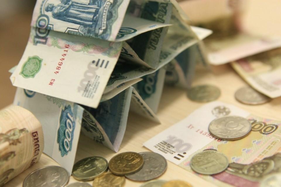 730 тысяч рублей мужчина положил в карман.