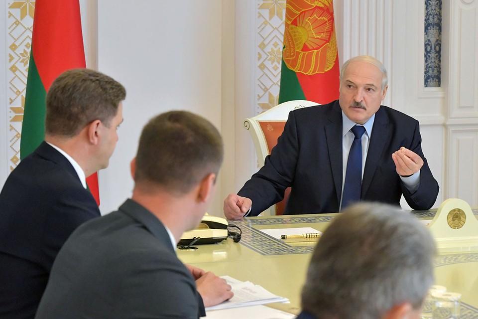 Лукашенко заявил, что Беларуси не нужны посредники для решения конфликта с протестующими