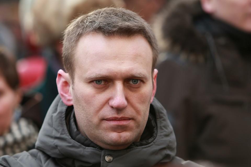 Алексея Навального экстренно госпитализировали в Омске