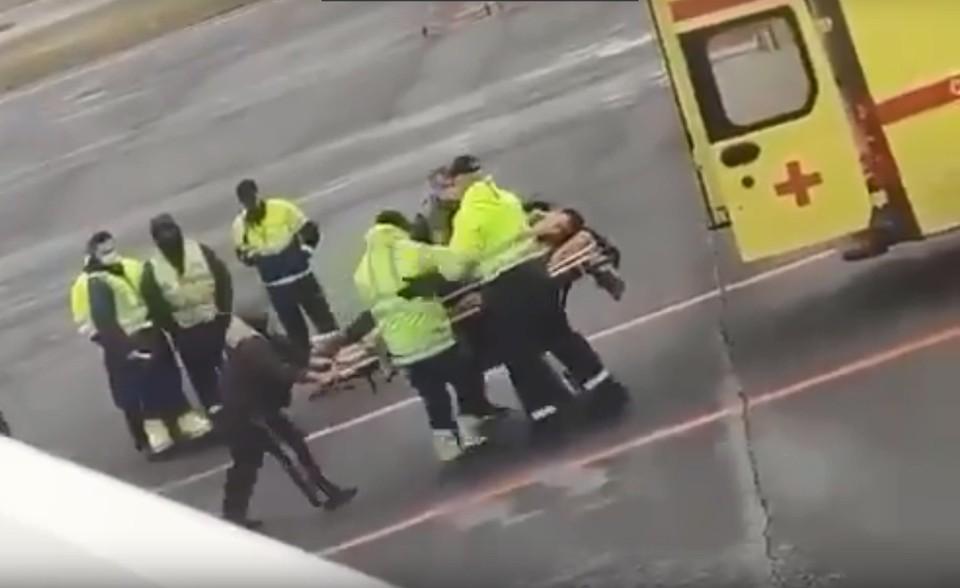 Самолет с политиком срочно приземлился в Омске, когда ему резко стало плохо.
