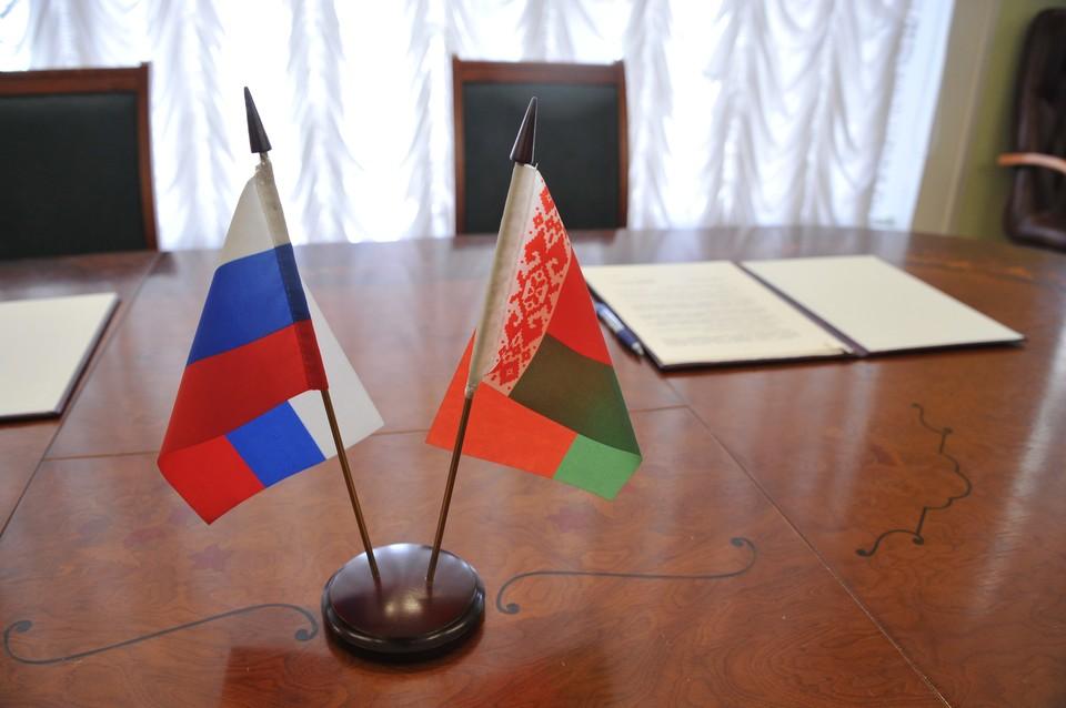 Шушкевич призвал изменить в Белоруссии статус русского языка