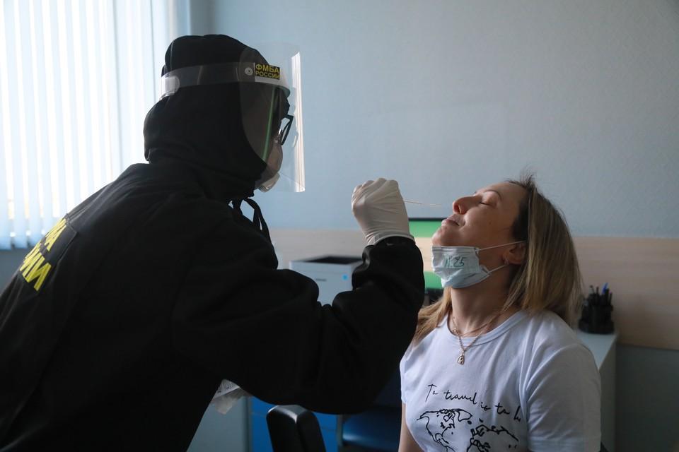Все жители Краснодарского края, которые прилетели из-за границы, обязаны в течение трех дней сдать тест на коронавирус.