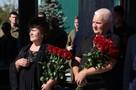 Тамара Захарченко у могилы Первого Главы ДНР: Мы благодарны людям за то, что они не забывают нашего сына