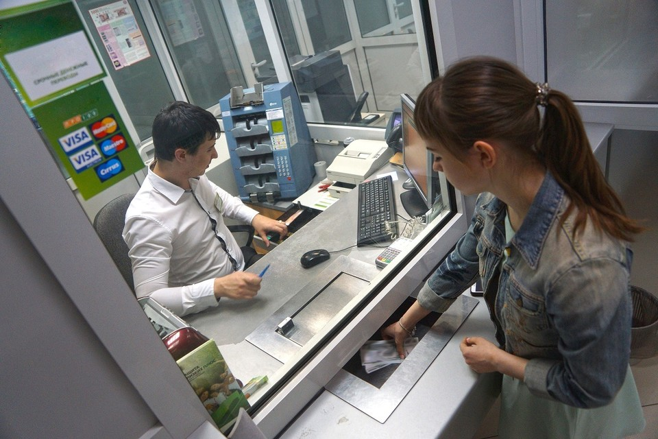 В конце прошлой недели Нацбанк порекомендовал банкам страны своевременно снабжать обменные пункты валютой.