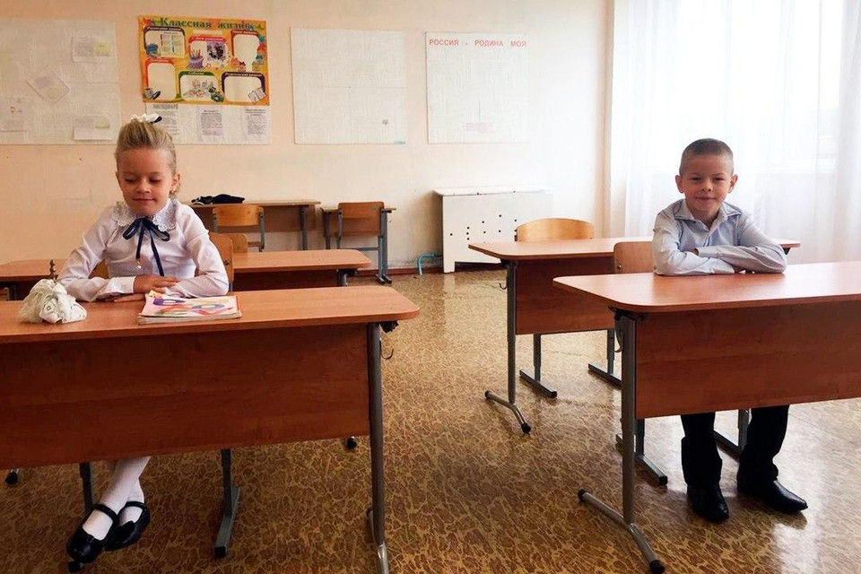 В Ленобласти прошла линейка для двух единственных первоклашек школы. ФОТО: Личный архив