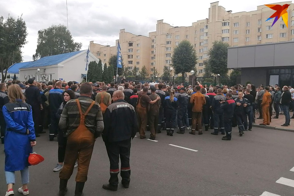 Между тем на БелАЗе рассказали, что на предприятии работа идет в штатном режиме. Фото читателя