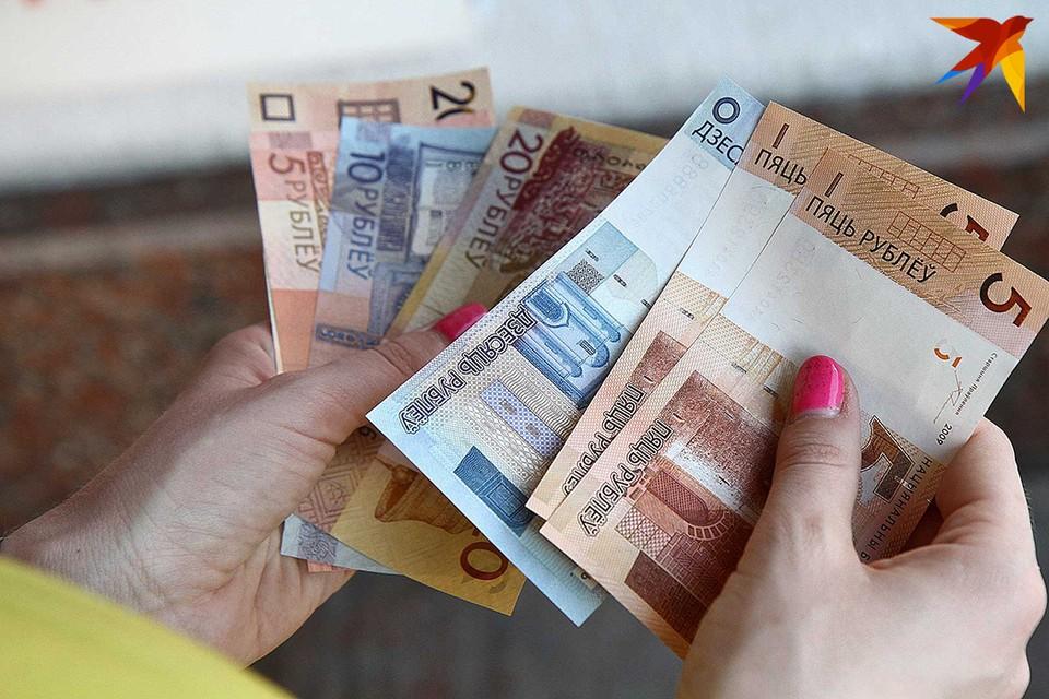 В июле средняя заработная плата в Беларуси составила 1287,5 рубля. Месяцем ранее этот показатель был меньше на 38 рублей 60 копеек (1248,9 рубля)