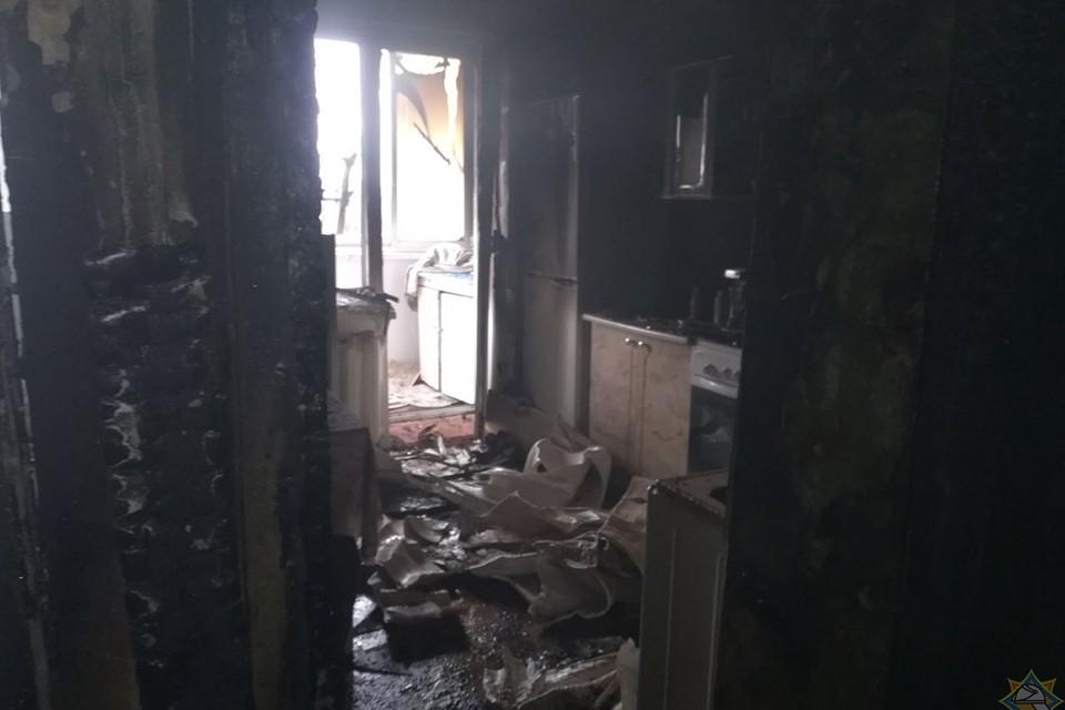 На пожаре в Витебске спасли двух женщин, они были без сознания. Фото: МЧС.