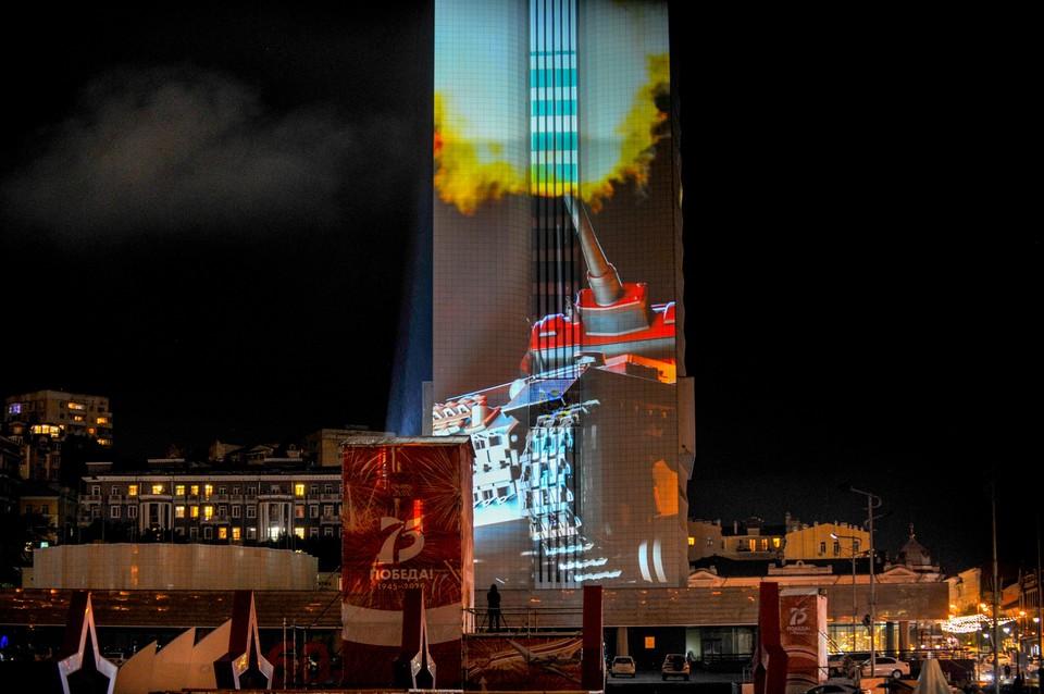 Проекция фильма на здание правительства Приморского края