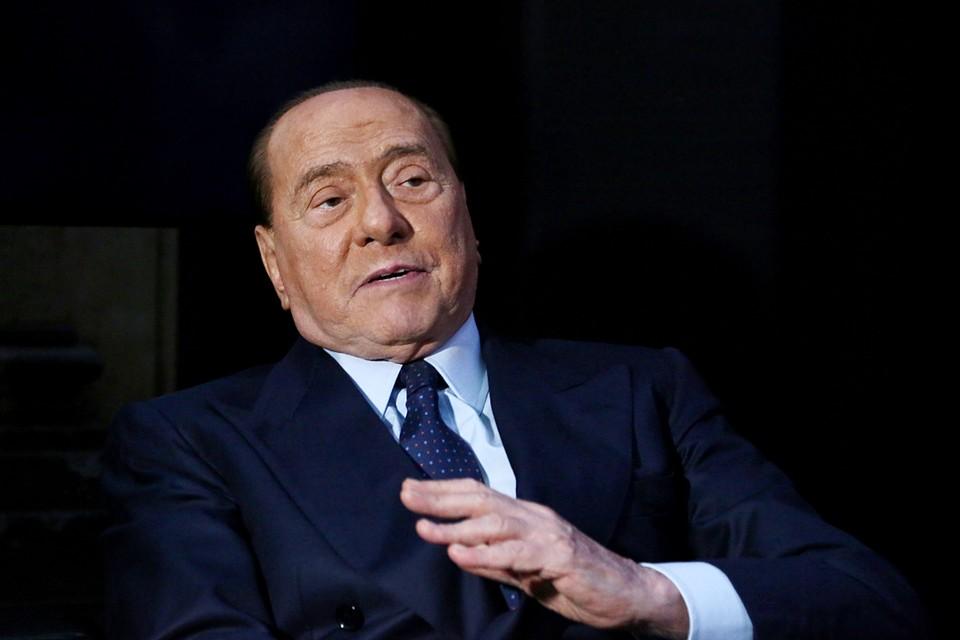 Сейчас Берлускони находится на своей вилле Аркора на севере Италии