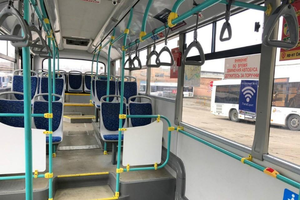 В Ростове горожанин пожаловался на открытую дверь автобуса во время движения