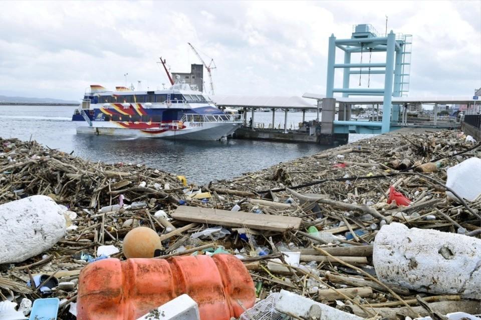 Последствия тайфуна «Хайшэнь» в порту Кагосимы (Япония)