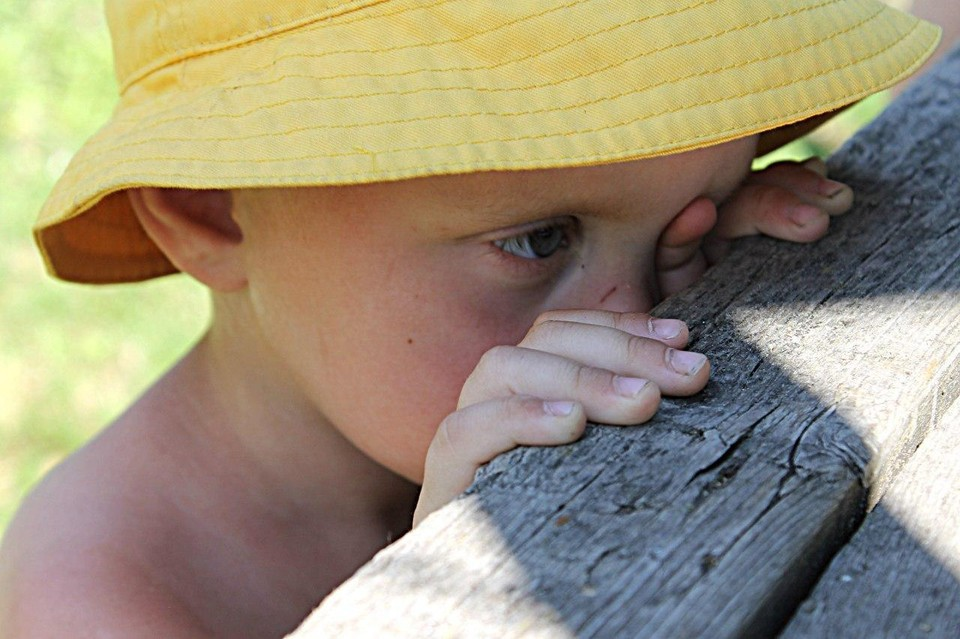 Мальчик стал жертвой отчима и собственной матери