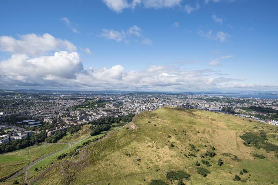 В Шотландии археологи нашли руины города загадочного кельтского племени. На фото: вид с горы Трон Артура