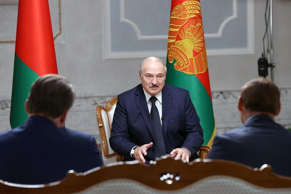 Александр Лукашенко отметил, что полномочия между органами власти надо перераспределять