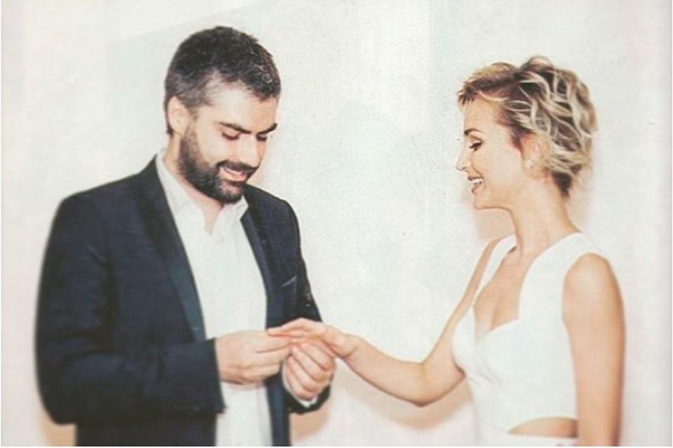 Дмитрий Исхаков поделился фотографией, сделанной 7 лет назад во время бракосочетания с Полиной Гагариной. Фото: Инстаграм.