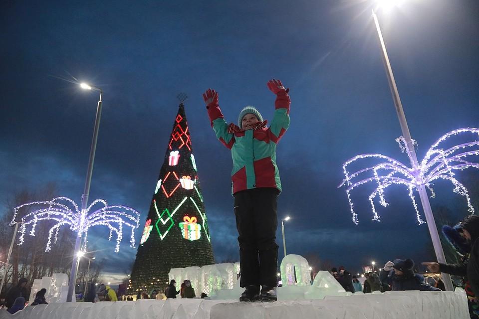 В Красноярске началась подготовка к Новому году 2021: куда переедут елки.