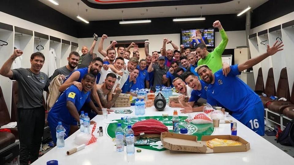 Команда в раздевалке после победы. Фото: instagram.com/ivelin_popov_official/