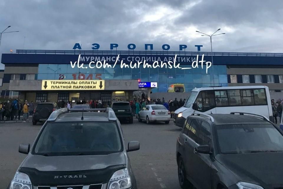 """Информация о заминировании проверяется. Фото: """"Мурманск ДТП ЧП"""""""