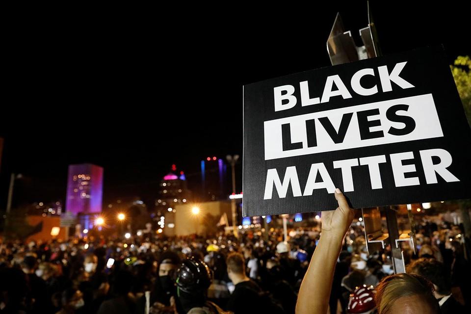 Правоохранители Нью-Йорка обнаружили у арестованной активистки протестного движения Black Lives Matter (BLM) Клары Крэббер планы по захвату элитного жилья, оставленного владельцами.